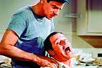 Lemmon svelkým kamarádem Walterem Matthauem vkomedii Podivný pár (1968).