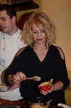 Jitka Asterová v kuchyni