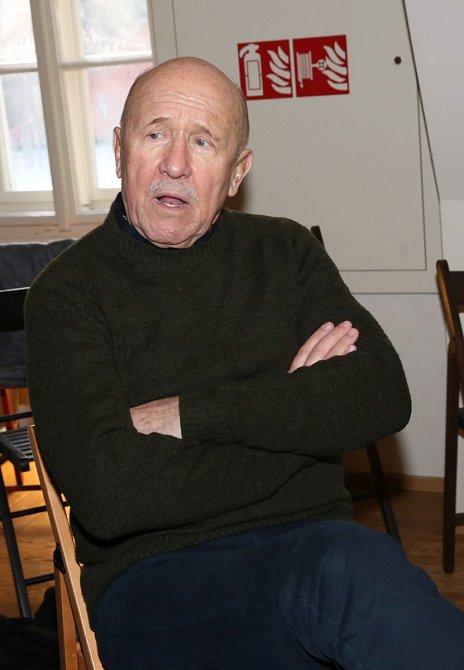 Petr Nárožný je velmi čilý důchodce!