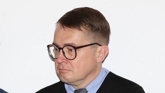 Roman Šmucler tvrdí, že mu Hašek zničil manželství.