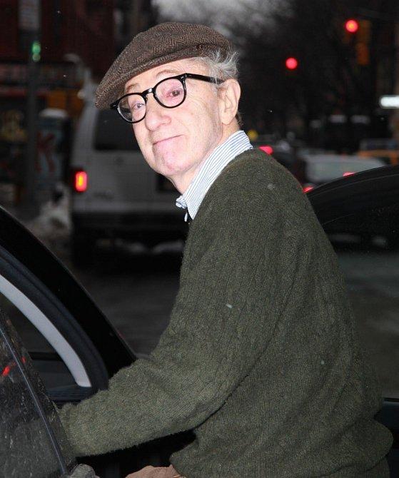 Režisér tvrdil, že malou Dylan zmanipulovala sama Mia Farrow.