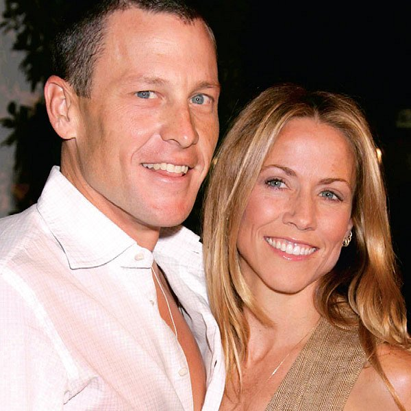 Amerika hvězdný pár milovala. Armstrong tvrdí, že v době, kdy spolu s Crow uvažovali o svatbě, chtěl každý z nich něco jiného.