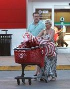 Tori teď nejčastěji nakupuje zlevněné zboží v supermarketech.
