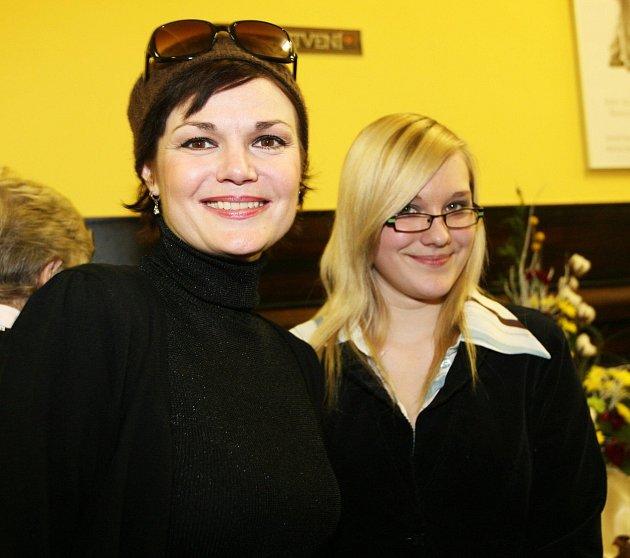 Simona se svou dcerou, pro kterou by snesla modré znebe.
