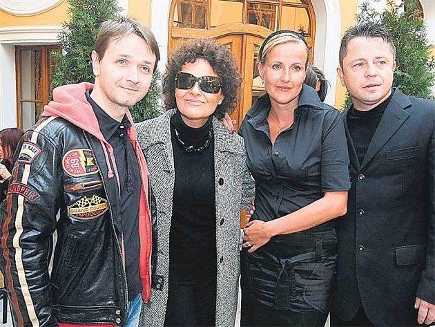 Na tiskovce se mimo jiné s Vendulou Svobodovou sešli (zleva) Vlasta Korec, Jitka Zelenková a Petr Muk.