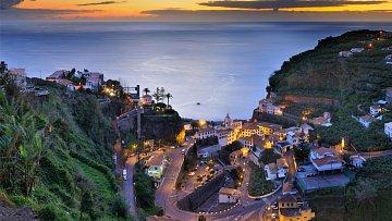 Do malebného místa Ponta dol Sol turisté míří často.