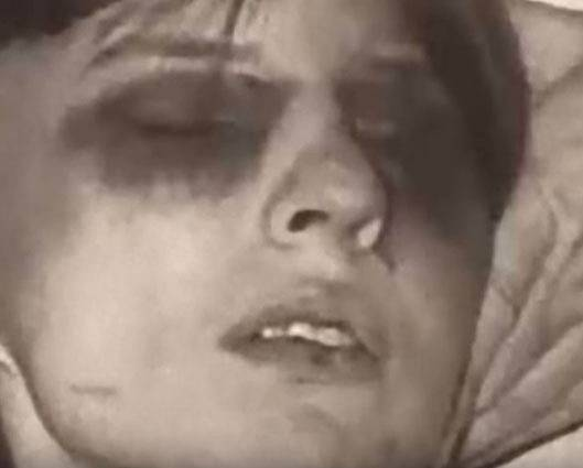 Zničená Annelise po záchvatu