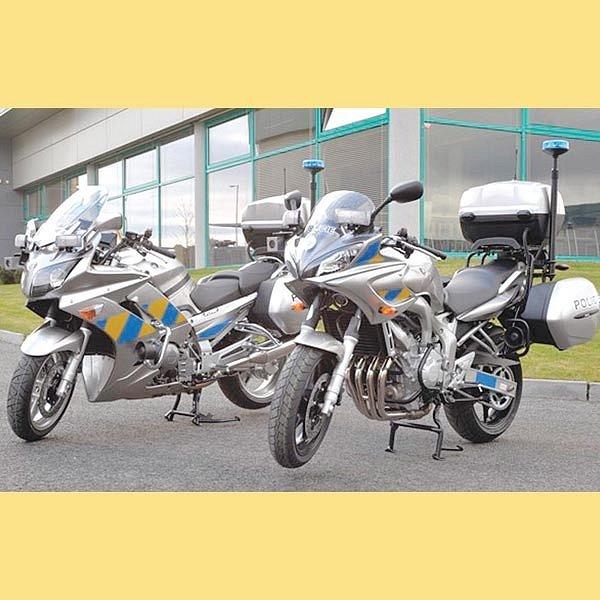 Nové yamahy v policejních barvách vyráží na silnice.