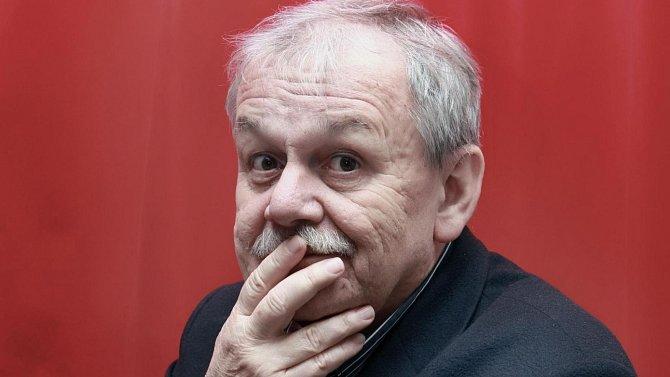 Karel Šíp vystudoval filmovou školu v Čimelicích.