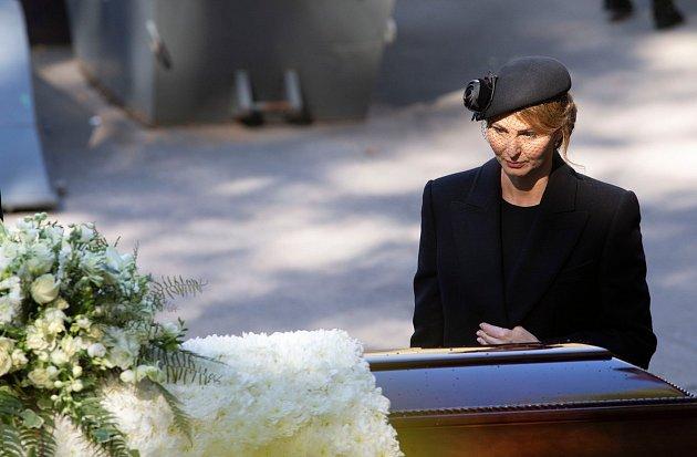 Karel Gott chybí nejen své manželce Ivaně Ivaně Gottové, ale idcerám, přátelům a fanouškům.