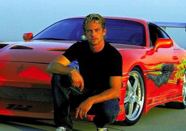 Hvězda série Rychle a zběsile Paul Walker byl milovník rychlých aut. Ve filmech hrála ijeho osobní auta a jedno znich se mu stalo osudným.