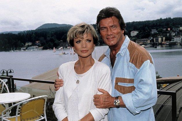61 let: Objevil se také vrodinném seriálu Hotel ujezera (1990).