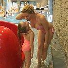 Kateřina Kristelová s dcerou v bazénu - na tento obrázek nikdo nezapomene!