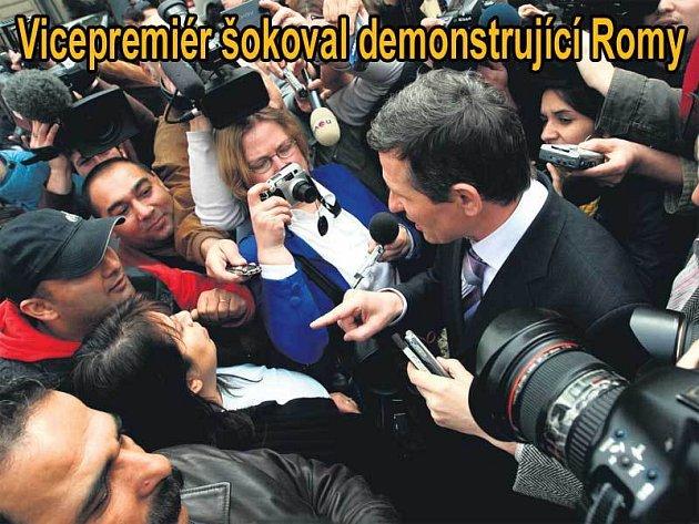 Vicepremiér Čunek ukázal kus odvahy a dostavil se mezi demonstranty.