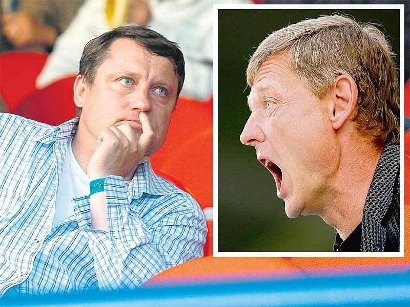 Jiří Kotrba (vlevo) byl po liberecké kanonádě na tribuně brzy v klídku. I když se prý trenér Ščasný na tribuně nenervoval, zařvat během utkání si stejně neodpustil.