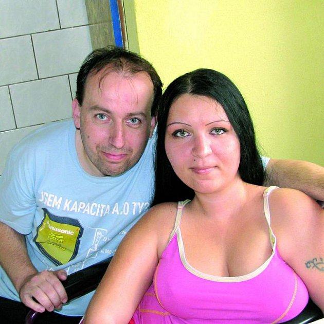 Mladý pár uvěřil podvodníkům, přišel o veškeré úspory a vysněný domek.