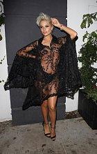 Svůdná modelka soutěží v americké televizi o  titul America's next top model.
