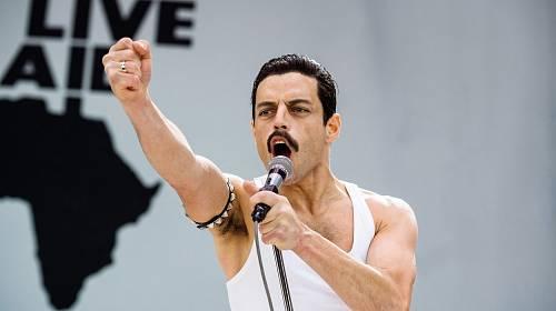 Herec Rami Malek ve filmu Bohemian Rhapsody