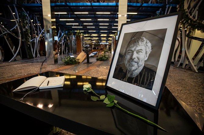 Petr Kellner zemřel 27. března při pádu vrtulníku na Aljašce.