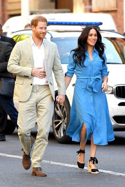 Kromě Meghan Markle má ještě jeden zajímavý zářez - randil snechvalně známou Paris Hilton. Doteď lituje, že si během prvního rande svévodkyní ze Sussexu objednal nudle sčesnekem.