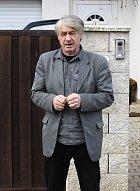 2013 - Josef před domem zpěvačky