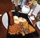 Anglická snídaně na lopatě.