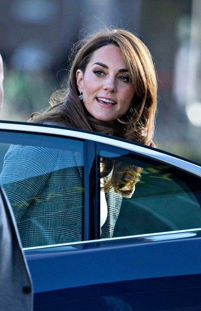 Všem bylo podezřelé, že by Kate byla takové neviňátko, a tak se začali šťourat vjejí minulosti. Aodhalily, že jsou obě vévodkyně ze stejného těsta.