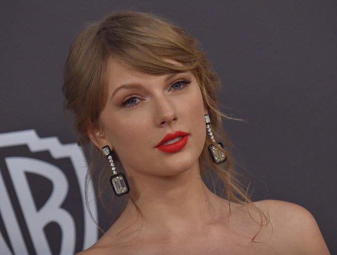 Její úspěchy jsou srovnávány s úspěchy kapely The Beatles nebo zpěvákem Michaelem Jacksonem.