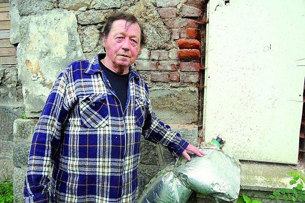 Antonín Stark žije vdomě už 40let.