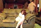 Voilá! Manželka je svlečená a hráč může jít pro svačinku do kuchyně.