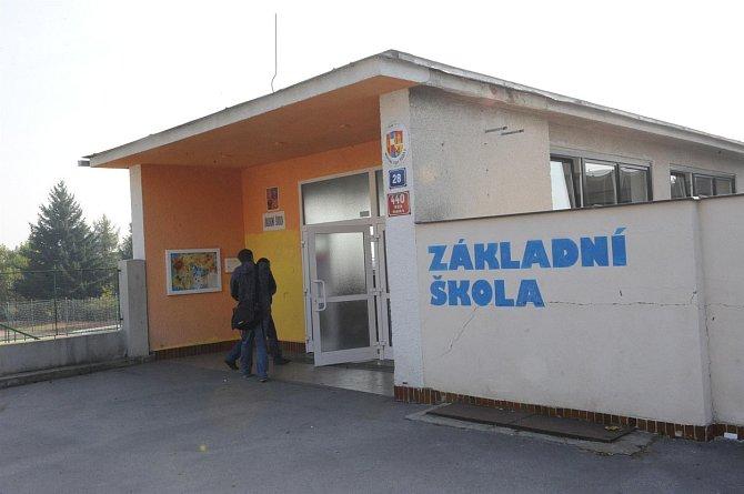 Anička Janatková zmizela když se společně se svými kamarádkami vracela za školy.