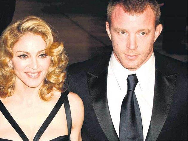 Tato fotografie Madonny a jejího manžela je z března letošního roku. To je fotoreportéři zastihli společně zatím naposledy. Sejdou se napříště až u rozvodového soudu?