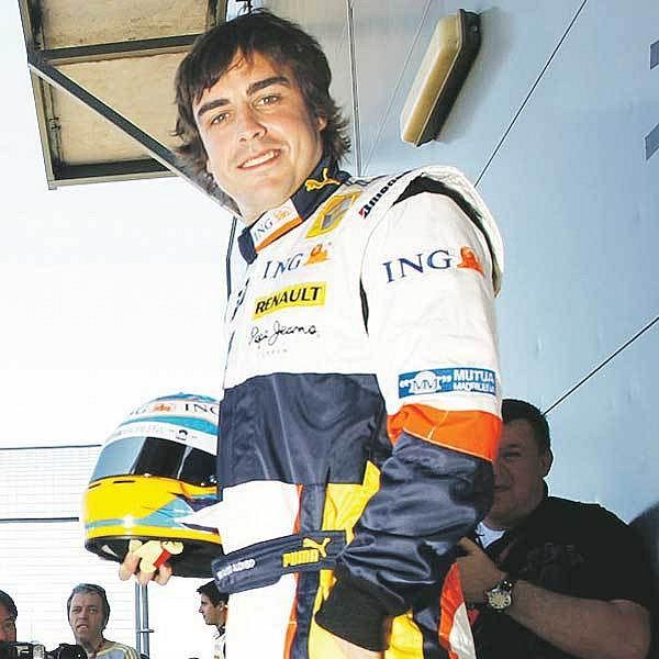 Alonsovi monoposty Renaultu nesedí, táhne ho to do Ferrari.