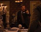Ve scéně, kdy otrokář Leonardo DiCaprio křičí a praští vztekle do stolu, nešlo o hercovo umění, ale reálnou bolest, rozmáčkl totiž omylem skleničku, která ho poranila na ruce. Krev, kterou maže po obličeji černošce tak není falešná, ale opravdu jeho.