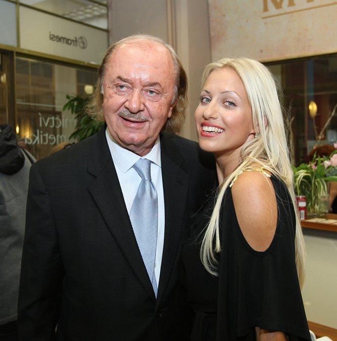 František Janeček (68) a Tereza Mátlová (37)