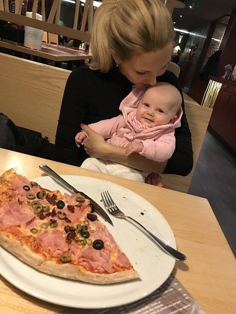 Sandra svou novou roli maminky naprosto zbožňuje.