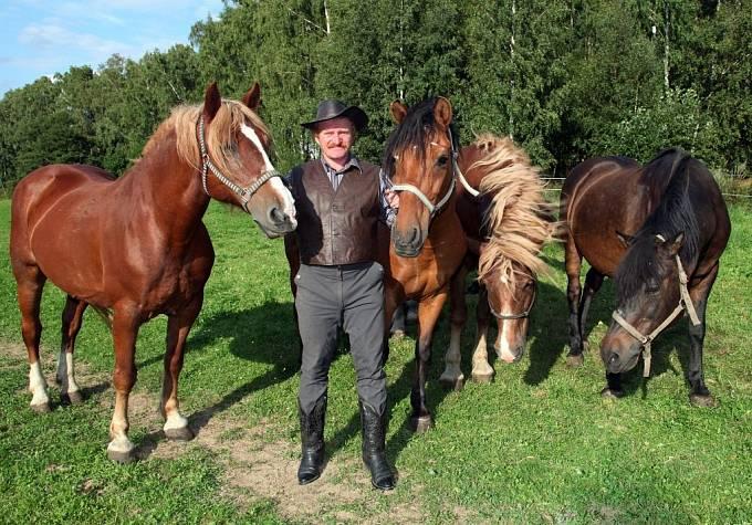 Jan Šafránek nejraději tráví čas v ústraní mezi koňmi. To žádnými předsudky netrpí.