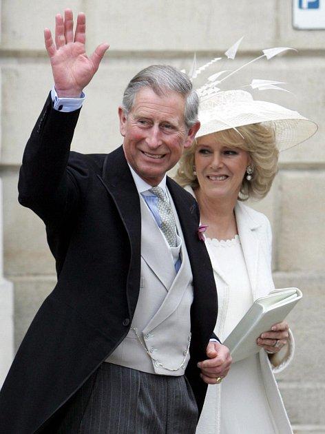 Princ Charles smanželkou.