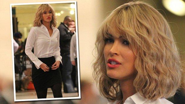 Sexy herečka a modelka změnila barvu vlasů.