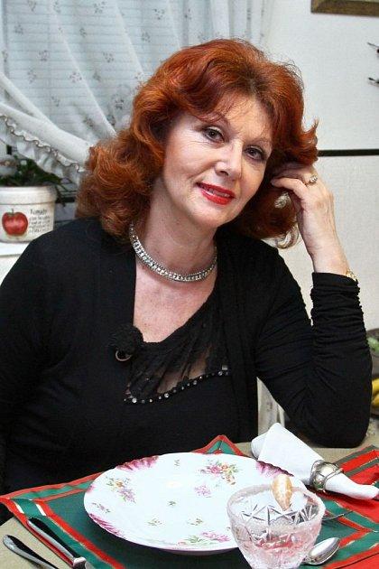 Saskia Burešová bez brýlí… To je rozdíl, co?