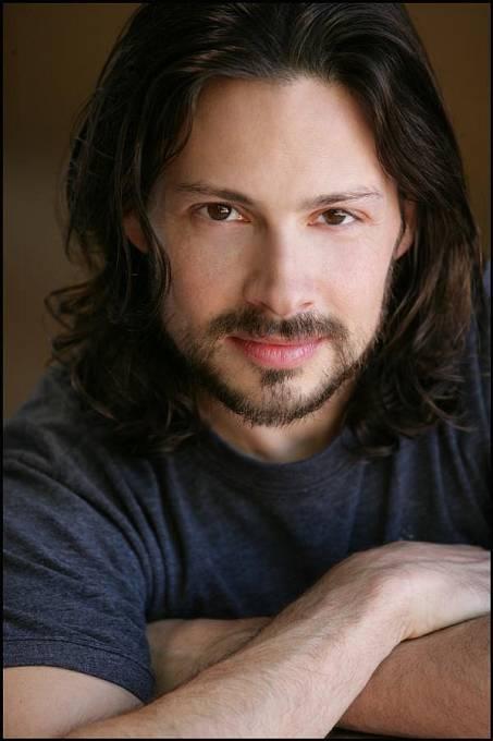 Jason Marsden, který hrál Riche, kamaráda JTýho, se postupem let proměnil v hezouna.