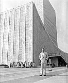 Dag před newyorským sídlem OSN.