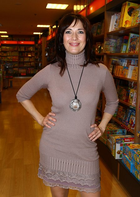 Tereza Kostková vsexy mini šatech