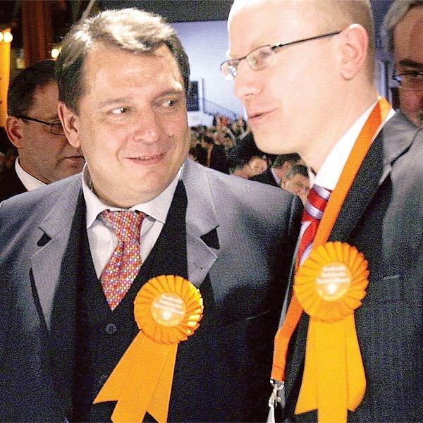 Dva nejmocnější muži v ČSSD Jiří Paroubek a Bohuslav Sobotka měli při jednání sjezdu důvod k úsměvu.