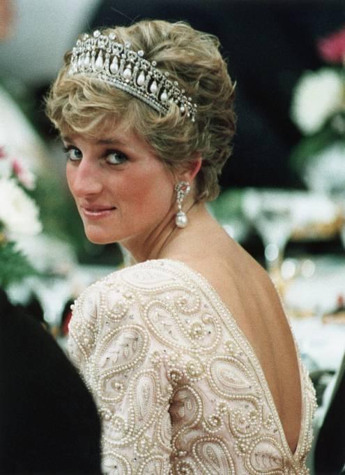 Duch Lady Di se stále vznáší nad britskou královskou rodinou.