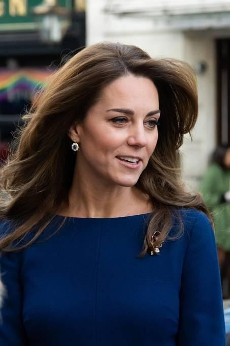 """,Vypadala zlomeně,"""" práskl královský zdroj. ,,Hosté se divili, jestli to má co společného s údajným rozpadem přátelství s Kate Middleton s tím spojenými trablemi v manželství. Je snad David na vážkách?"""""""