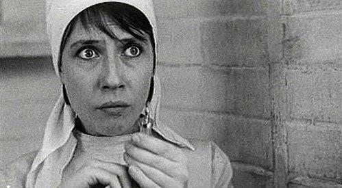Válečné drama Ohněm se nepřebrodíš (1967). První celovečerní film Gleba Panfilova.