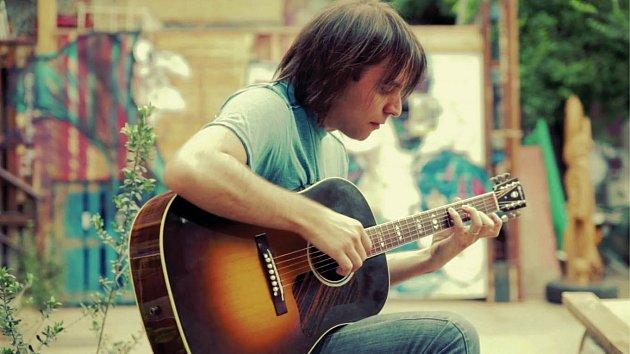 Některé písně od Michaela Jacskona jsou nepřekonatelné. Ovšem Miguelu Riverovi se povedlo jeho genialitě vyrovnat.