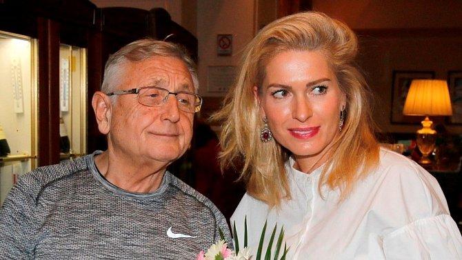 Olga Menzelová věnovala  poslední tři roky veškerý volný čas především péči o svého manžela.