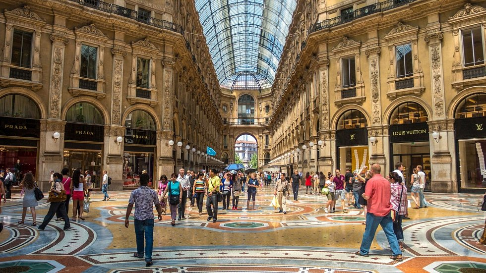 Jistě budete souhlasit, že Galerie Viktora Emanuela II. si získanou slávu zaslouží. Historický nákupní dům je jako zrozený pro sídla módních gigantů.